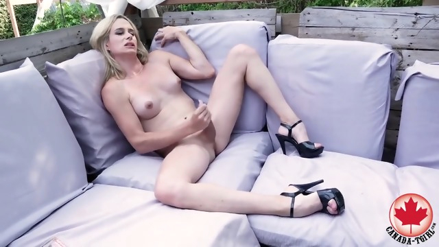 Canada-tgirls -.. big tits blonde canadian